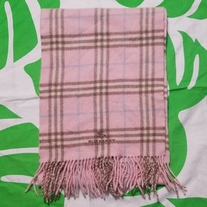 Burberry pink scarf 🧣